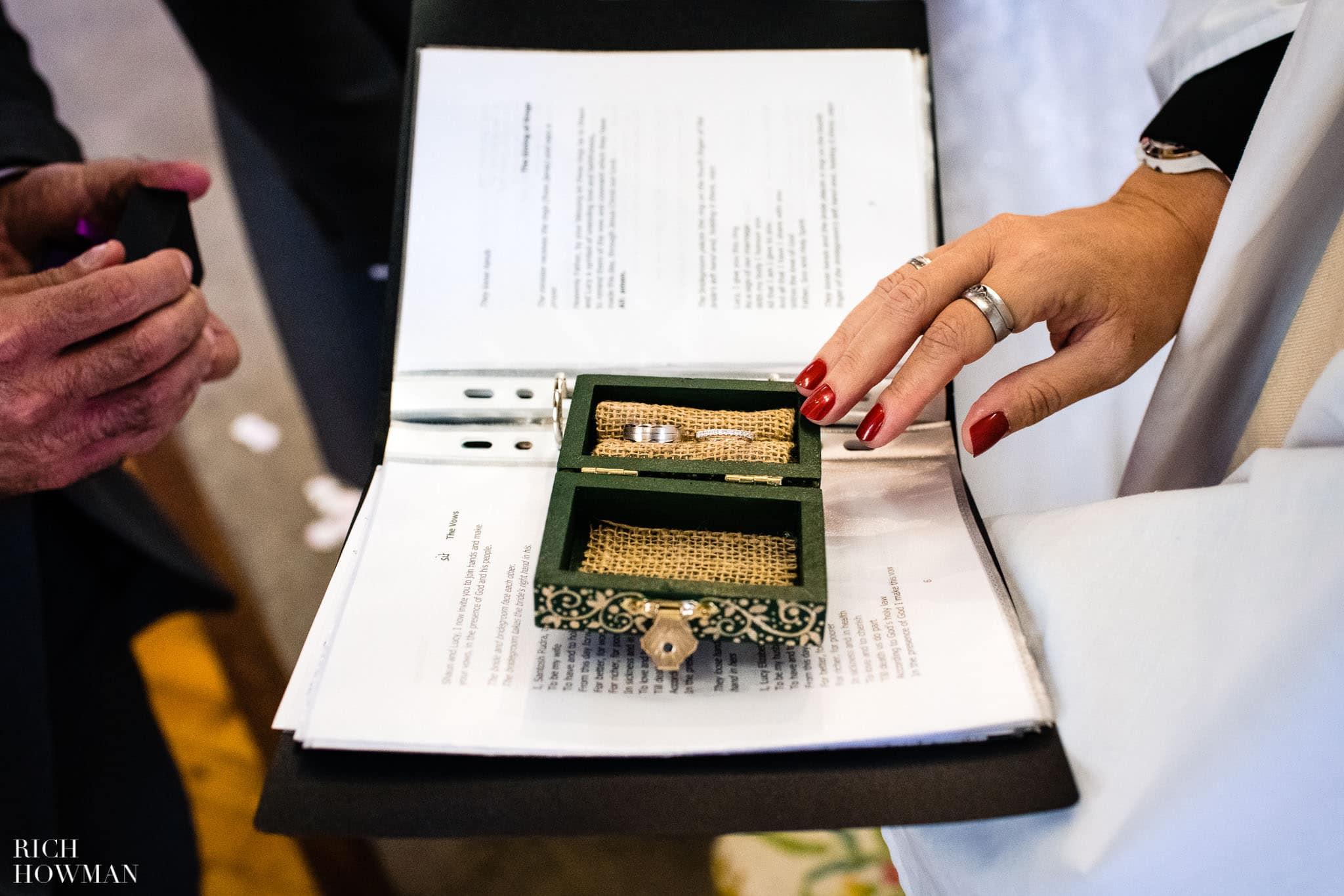 Wedding Photographers in Oxfordshire | Wedding Photographers Witney 356