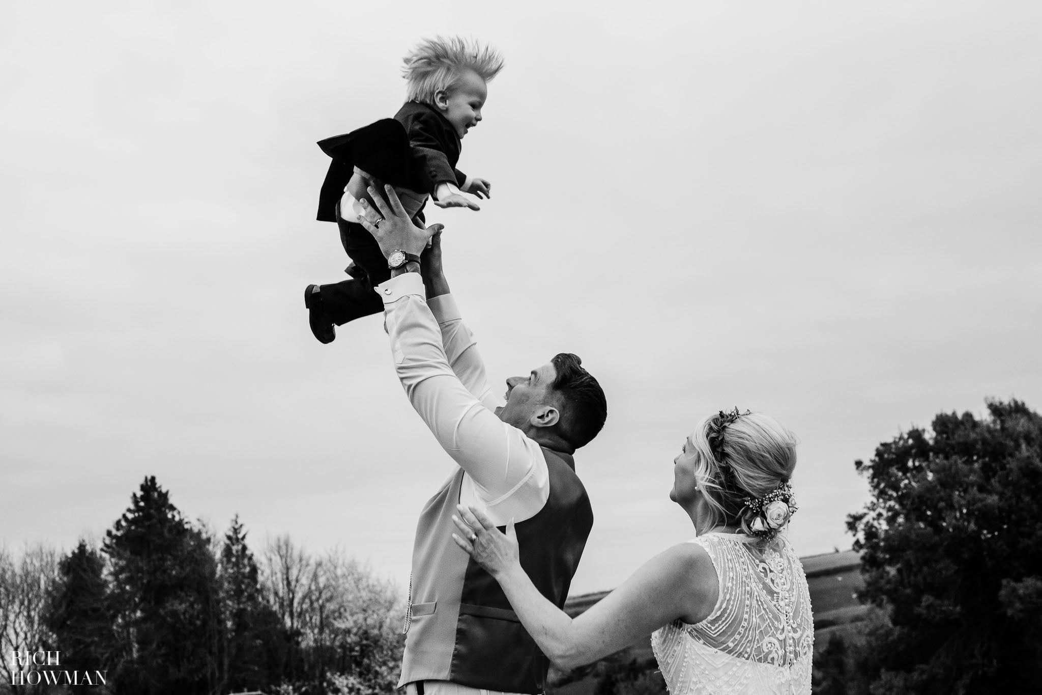 Kingscote Barn Wedding Photographer in Gloucestershire 609