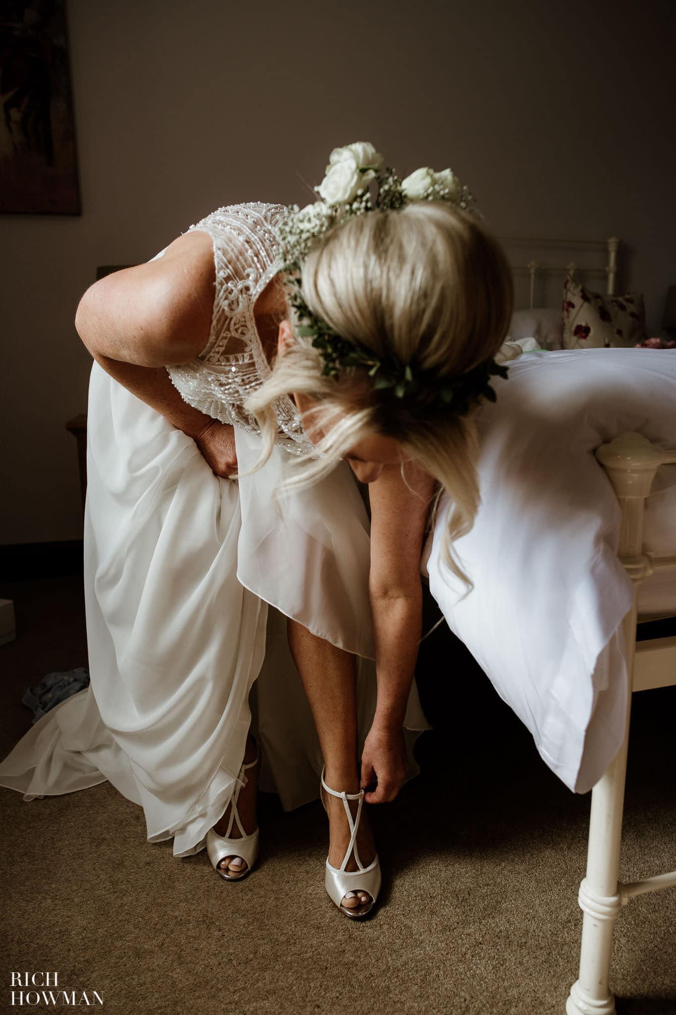 Kingscote Barn Wedding Photographer 16