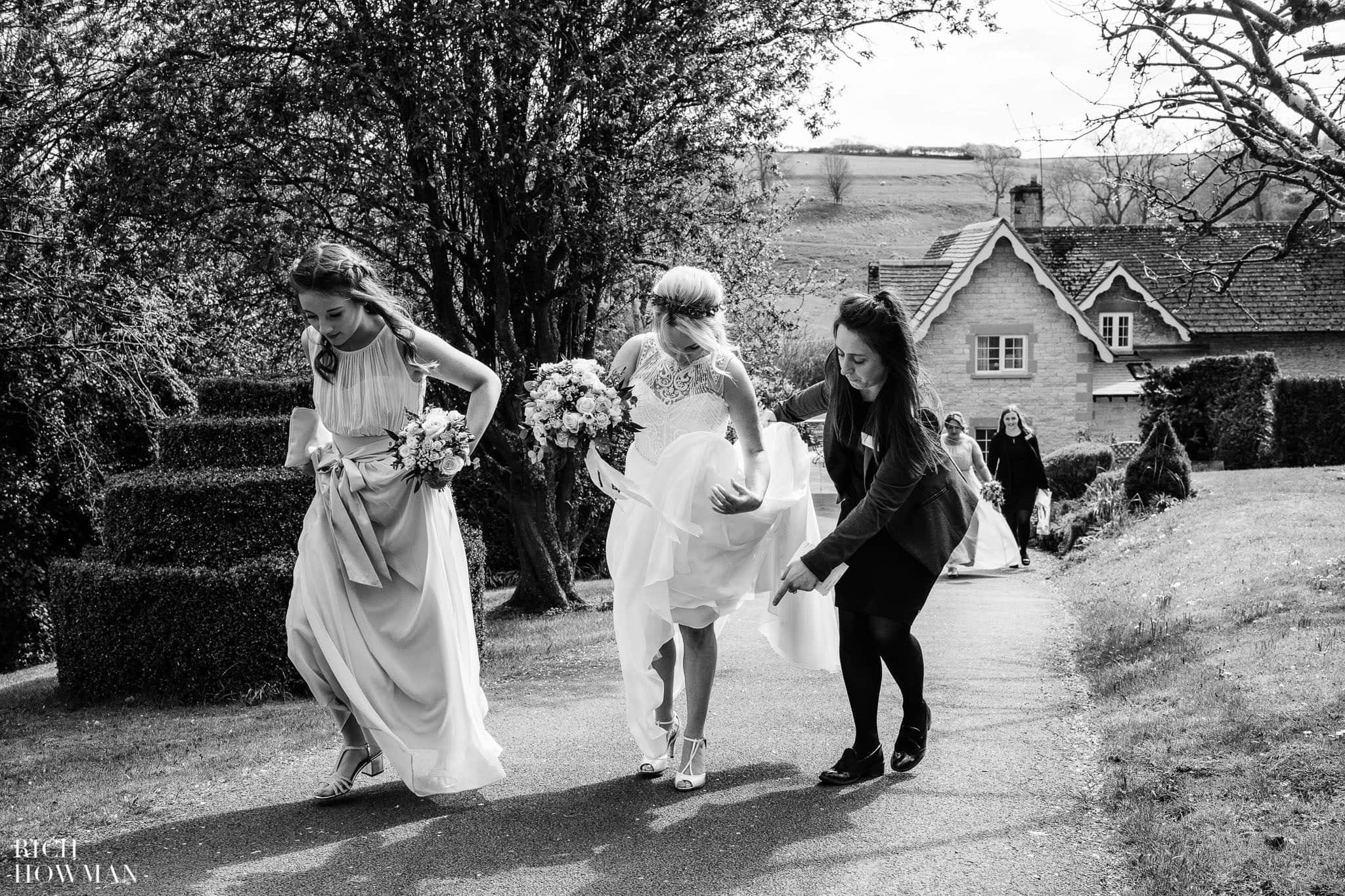 Kingscote Barn Wedding Photographer 23