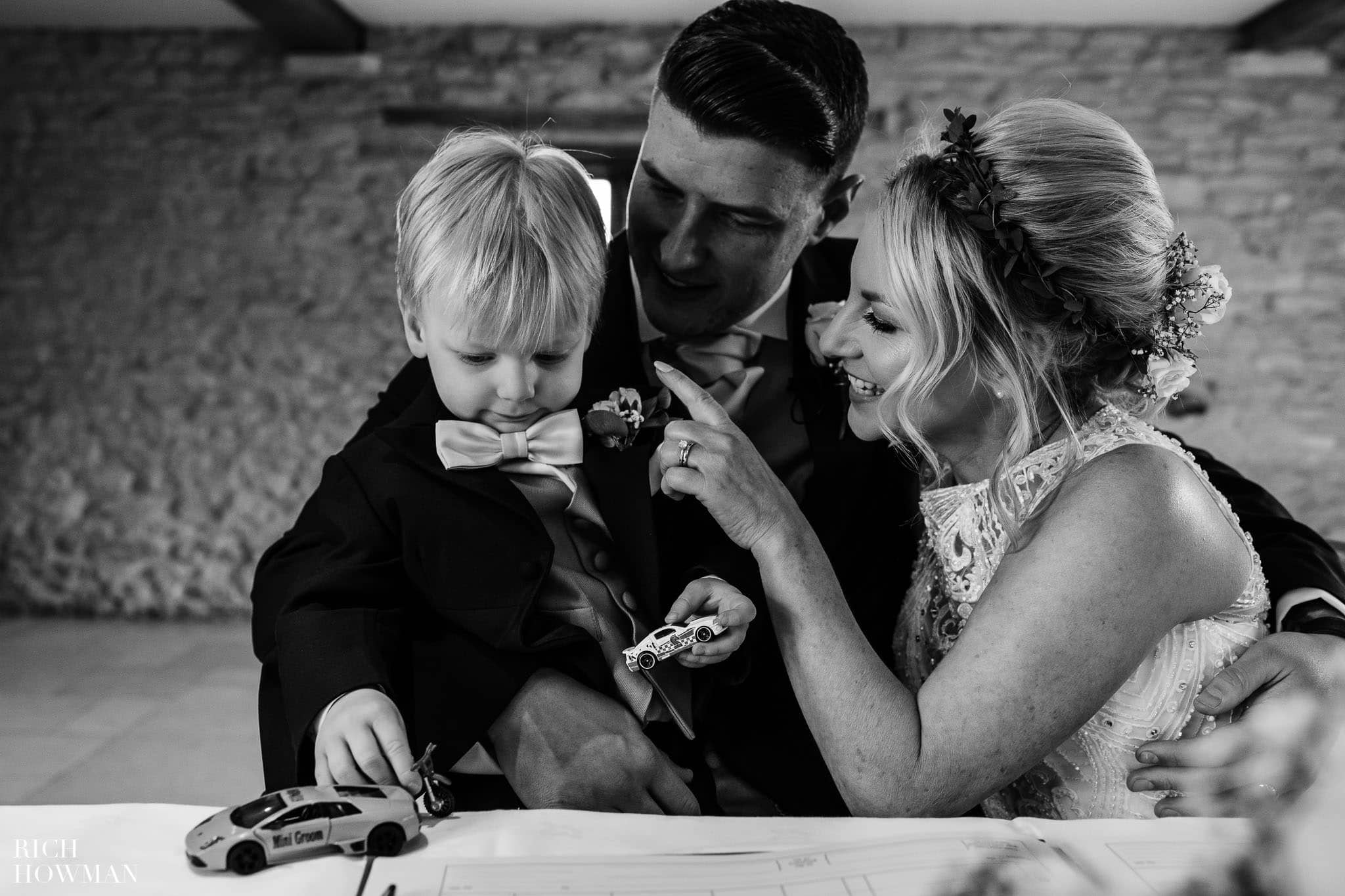 Kingscote Barn Wedding Photographer 30
