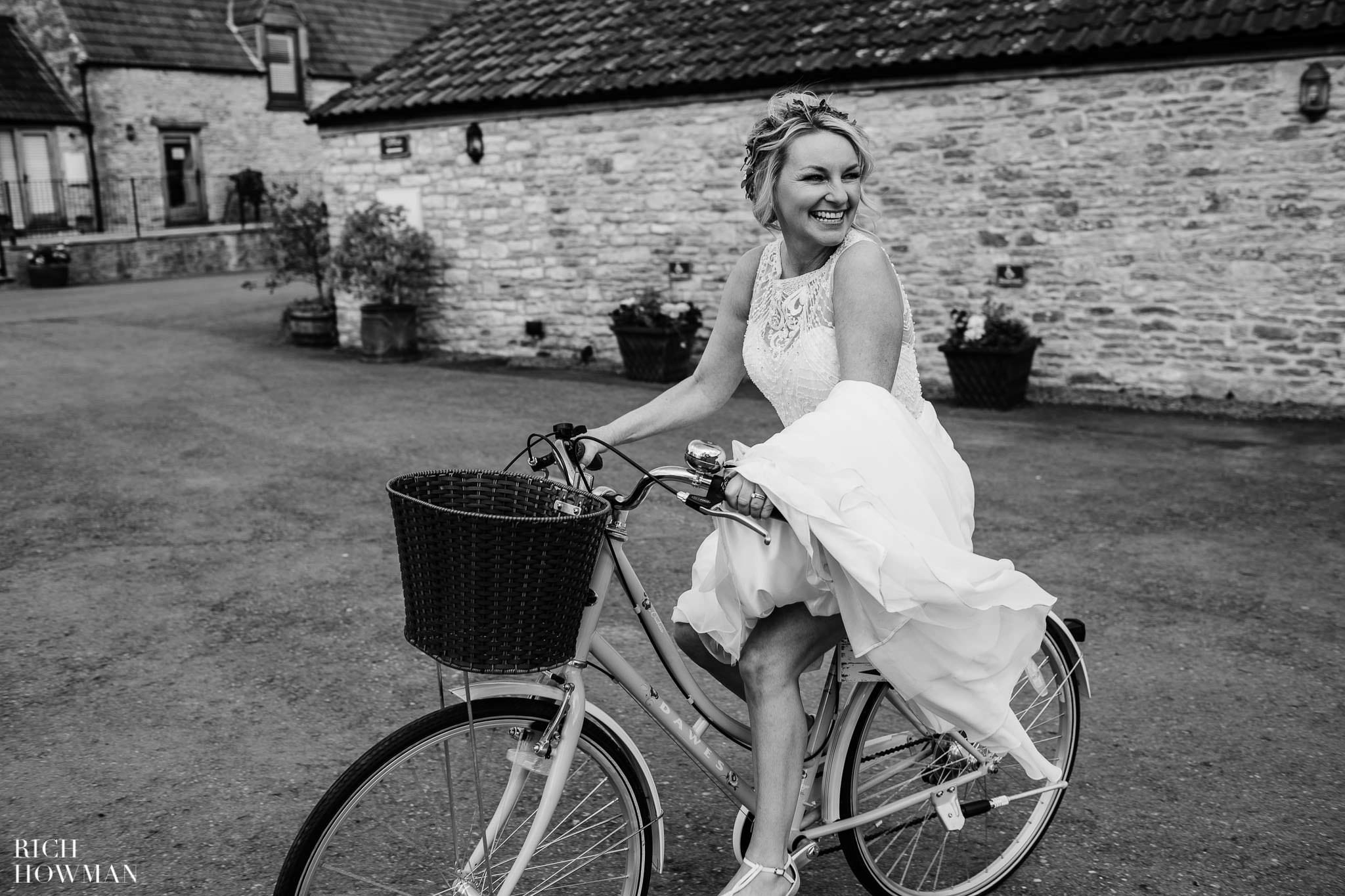 Kingscote Barn Wedding Photographer 40