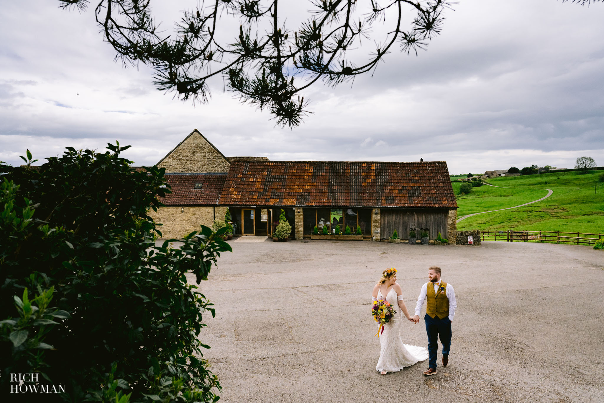 Kingscote Barn Wedding Photographer 3